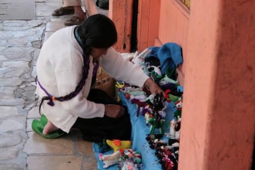 Une maya qui vend des babioles