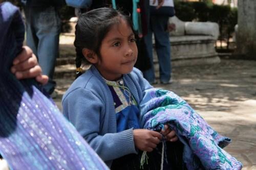 petite fille maya au marché