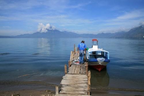départ en bateau sur le lac