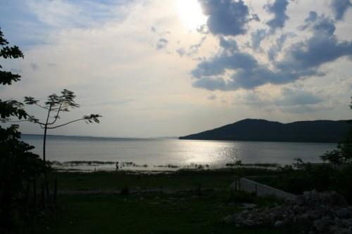 Lac, vue sur Flores
