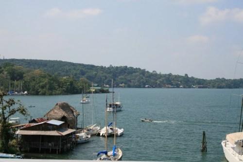 ...sur la route Quirigua - Tikal